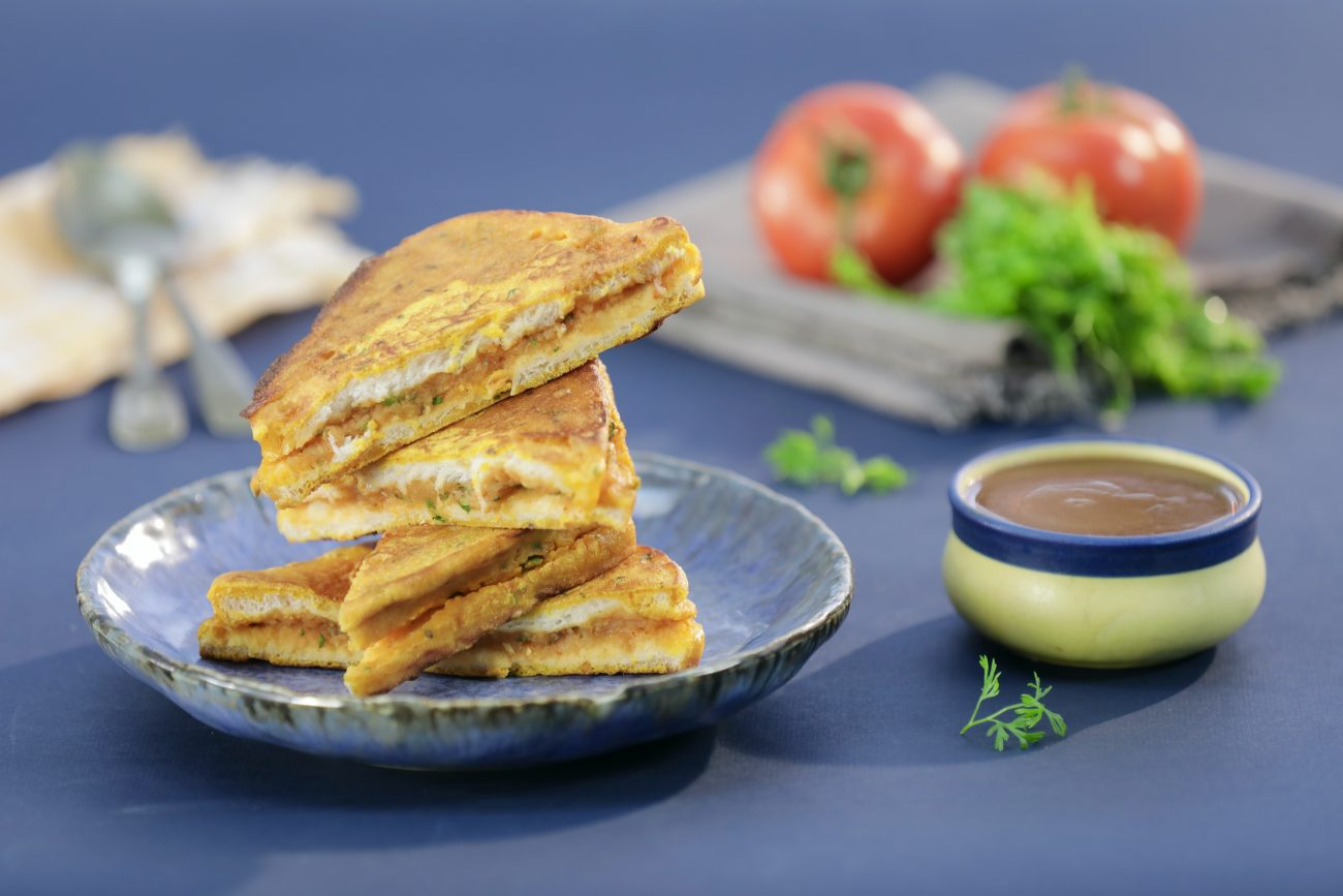 Bread Pakora with Amchoor Chutney